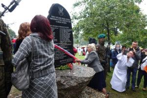 W Wąwolnicy odsłonięto pomnik upamiętniający Kapelanów Katyńskich